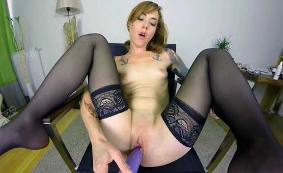 Foxy Sanie Casting - Petite Solo Girl Toying