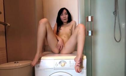 Lolli Luna in the Shower