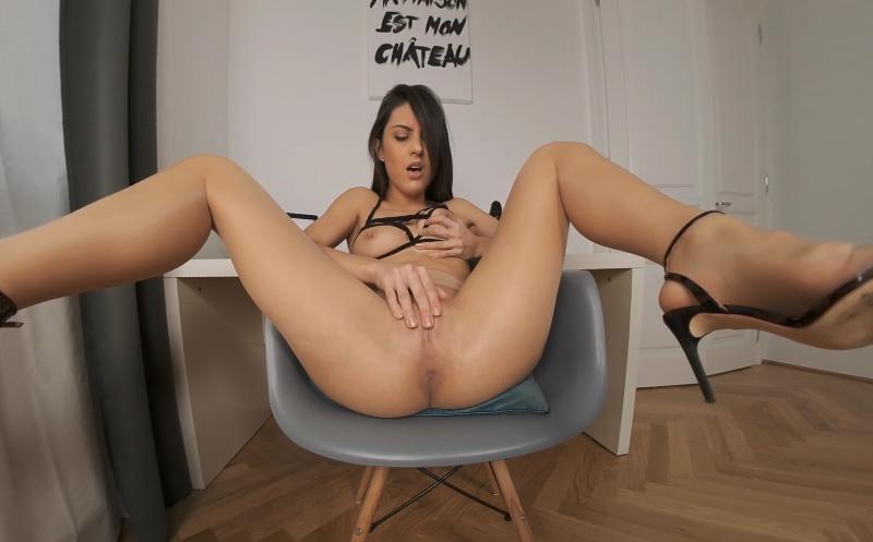 Ebony Huge Dildo Masturbation