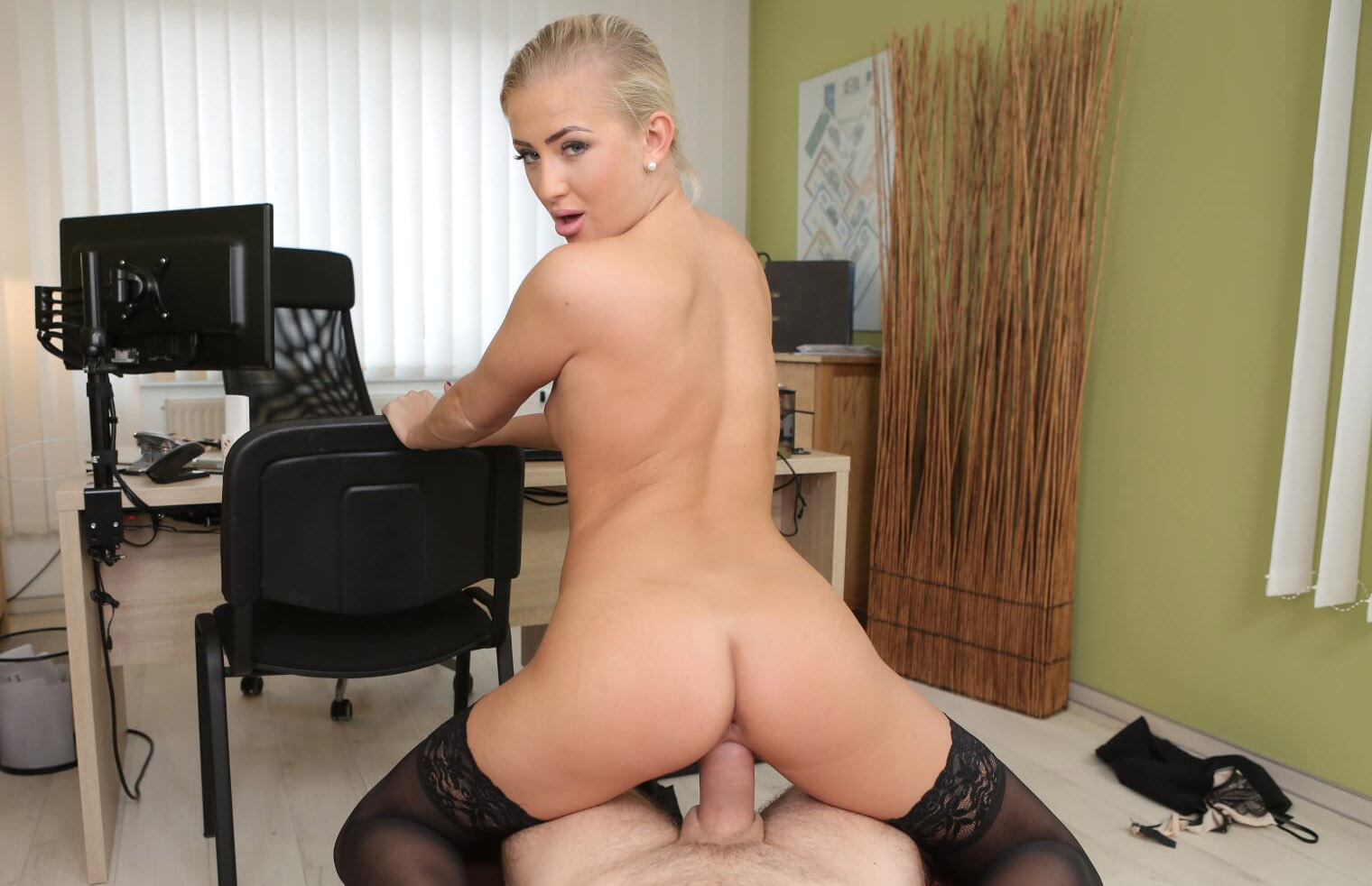 The Horny Secretary - Vr3000 - Download Full Vr Porn Video -2302