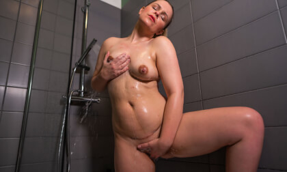 Have Some Wanking Fun - Amateur Blonde Solo in the Shower