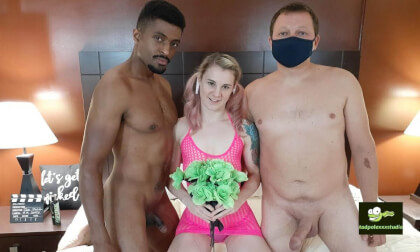 Ray Ray Threesome Part 1 of 2 - MMF Threesome Swinger Amateur