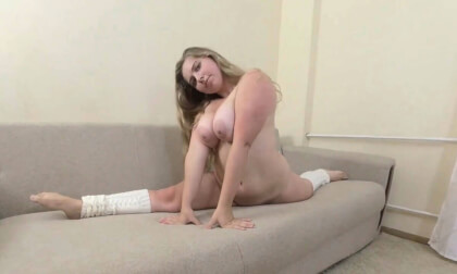 Chubby And Flexy Big Tits Anabelove 2; Realistic Chubby Amateur Babe