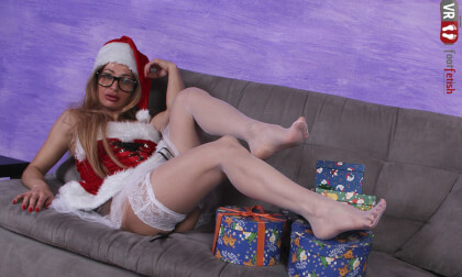 Enjoy A Job Interview With Blonde Babe Ania As A Sexy Santa; Leg and Foot Fetish VR