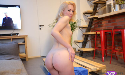 Blonde, Hot And Beautiful - Fit, Shaved Solo Model Fingers