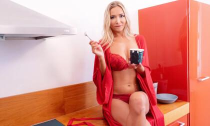 Wet & Messy - Food Fetish Porn with Blonde VR Pornstar