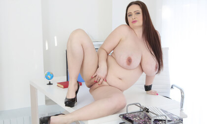 BBW Babe Is Pregnant - Very Busty Pregnant Fingering