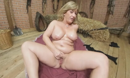 Sandra - The Superhorny Oil Pussy...- Blonde BBW Fingering
