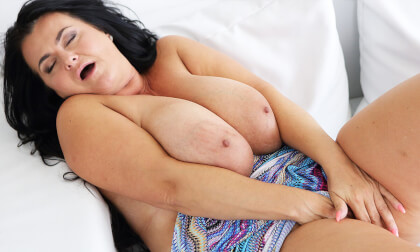 Busty Reny Shows Her Gigantic Boobs - Big Tits MILF Fingering