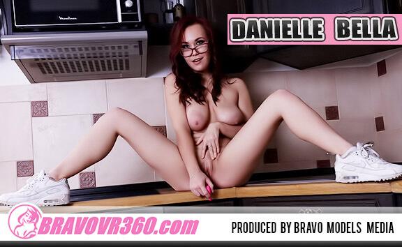 017 - Danielle Bella