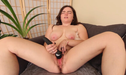 Raven Snow's Orgasmic Contractions - Chubby Solo Amateur