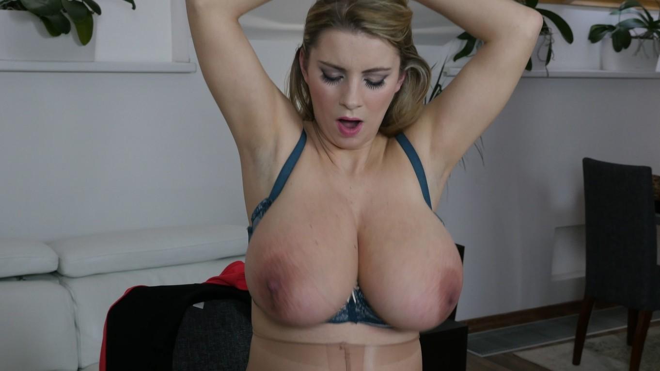 pregnant nude big butt