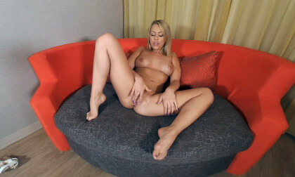Blonde Cutie Zoe Monroe Puts On A Sizzling Hot Show - Teen Solo