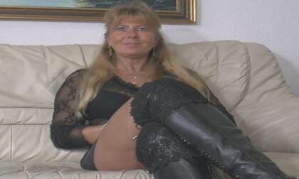 Pussyshow.... Anita - Chubby Mature Toying
