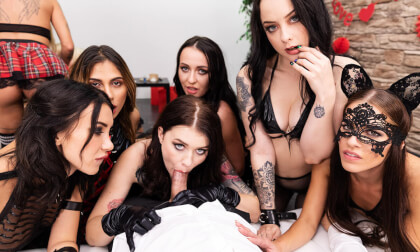 12 Girls of Christmas: Black Team - Female Reverse Gangbang