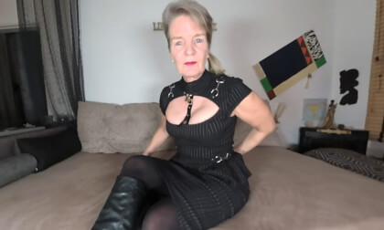 Petra - Hottest Mature Ever....- MILF Fingering in Stockings