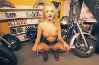 201 - Daphne Klyde VR porn