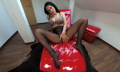 Sarah - The Horny Snatch Rubber... - Tattooed Busty Fingering