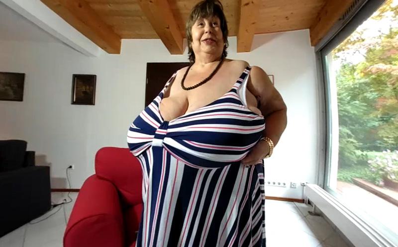 Karolas Giant Tits In A New Dress - Vr Porn Video -1584